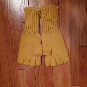 Mossimo Supply Co. Accessories - Matching Mossimo hat and fingerless glove set